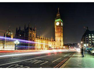 Пять букмекеров Велкобритании сделали рекламу для несовершеннолетних